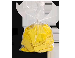 Kleine gelbe Brieflose abgepackt in einem Plastiksack