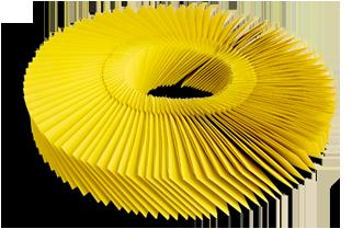 Gelbe Tombolalose zu einem Bund aufgezogen auf Schnur